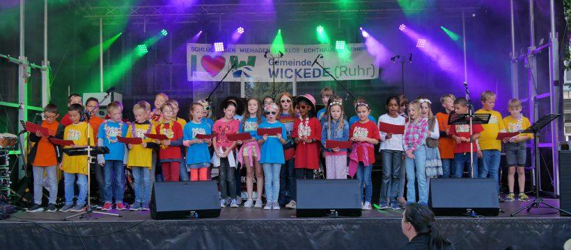 Beim Bürgerfest auf der Bühne, Glückwunschgesang für Wickede (Ruhr)